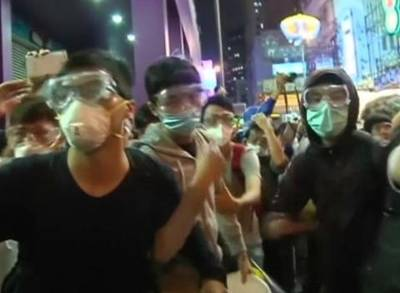 News video: Police and Demonstrators Clash in Hong Kong